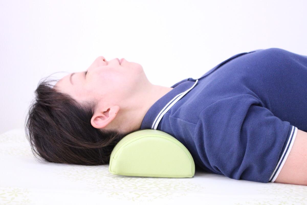 寝るだけで頭痛が消えていく枕