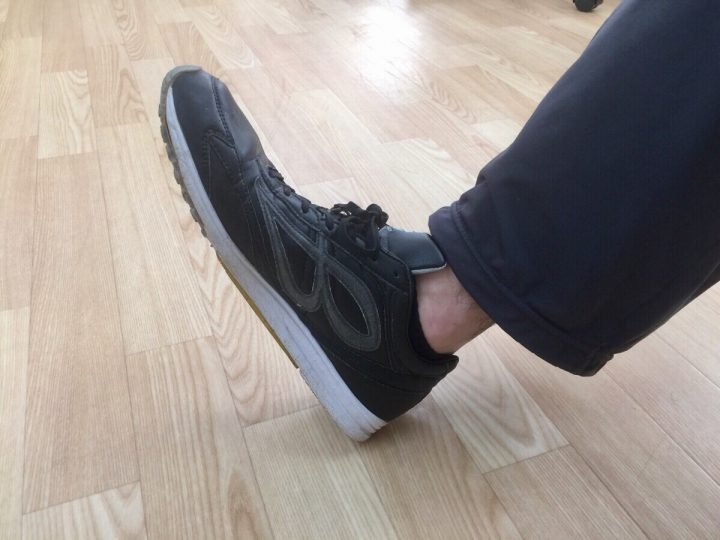 靴の履き方①