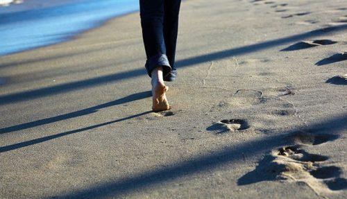 砂浜 歩く